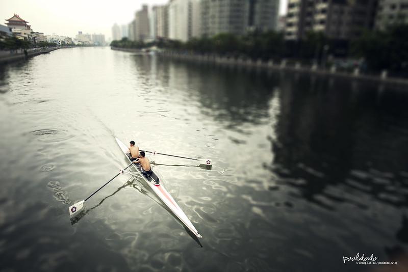 [people] keep rowing!