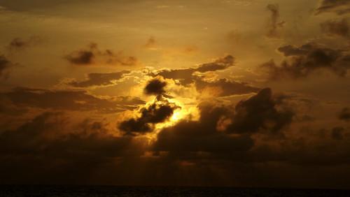 ocean sunset sea west beach america de islands bay coast spring marine central may honduras bahia half end april caribbean roatan halfmoonbay islas westend centralamerica 2012 bayislands caribbeansea islasdebahia