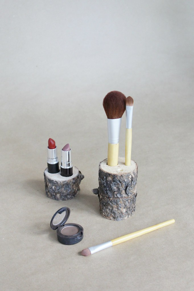 DIY rustic makeup storage