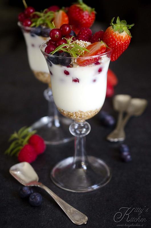 Trifle con amaranto e frutti e rossi