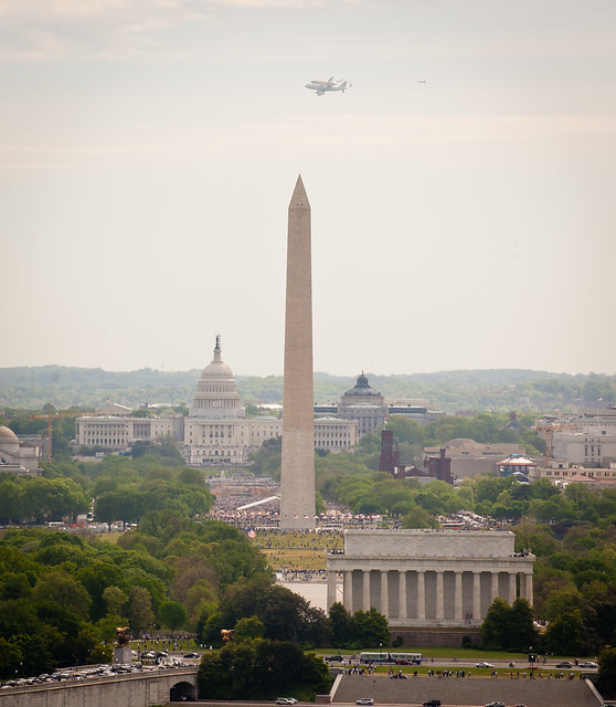 Space Shuttle Discovery DC Fly-Over (201204170042HQ ...
