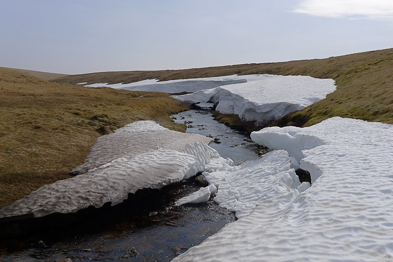Collapsing snowbanks on the Caochan Dubh
