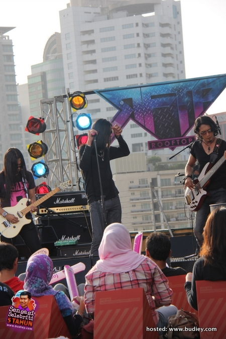 Project Pistol Estranged di Rooftop