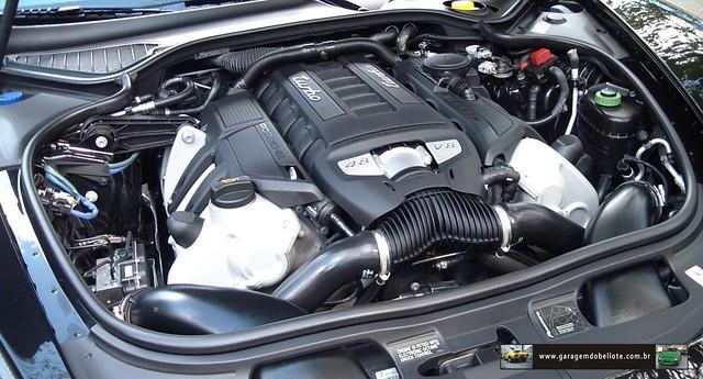 4,8 V8