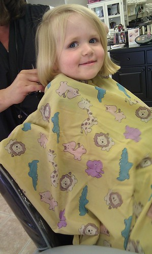 Anna showing C how fun a haircut is! by sweet mondays