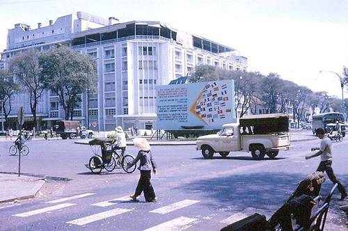 Saigon 1965-66 (6) - Lam Son Square Roundabout