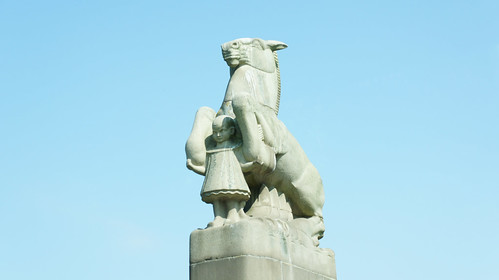 Amsterdam: awesome bridge statue