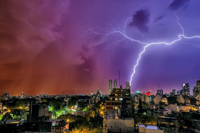 Marzo relampagueante II - March lightning II