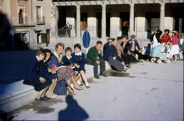 Toledo en noviembre de 1961 fotografiado por Piet Welling y Lieke Welling. Plaza de Zocodover.