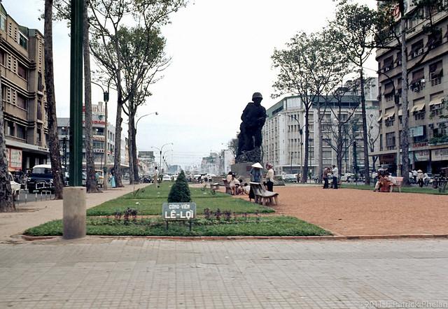 SAIGON 1968 - Công viên Lê Lợi - Photo by J. Patrick Phelan