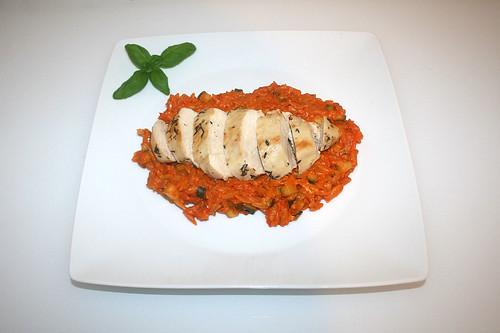 50 - Greek lemon chicken with tomato tomato kritharaki - Served / Griechisches Zitronenhähnchen mit Tomaten-Reisnudeln - Serviert