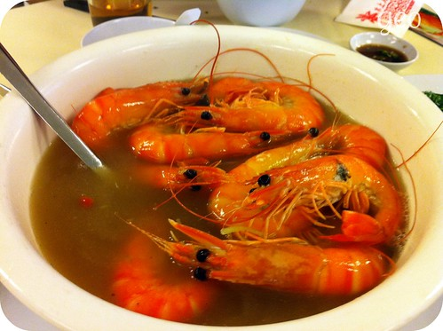 Shrimps in wine soup
