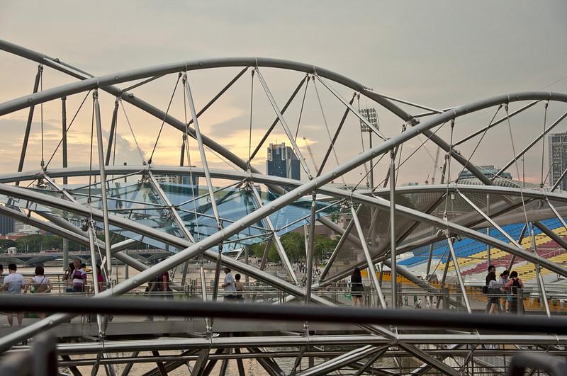 Пешеходный мост в Сингапуре