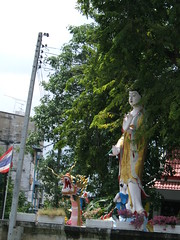 Riverside shrine on Klong Bang Luan dedicated to Guanyin