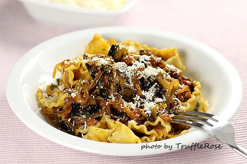 茄片肉絲波浪麵。我的義大利麵 EASY PASTA-120509