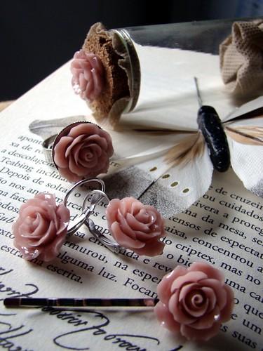 Anel, brincos e gancho rosa by kideias - Artesanato