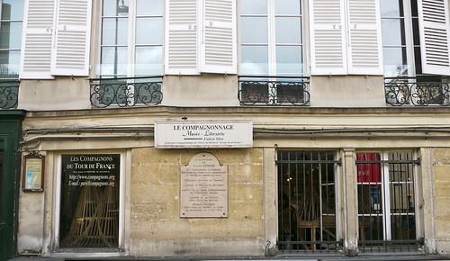Paris, France: plaque à la mémoire de Lucien Térion dit Tourangeau l'intrépide