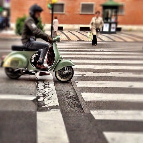 Vespa by J. Learte