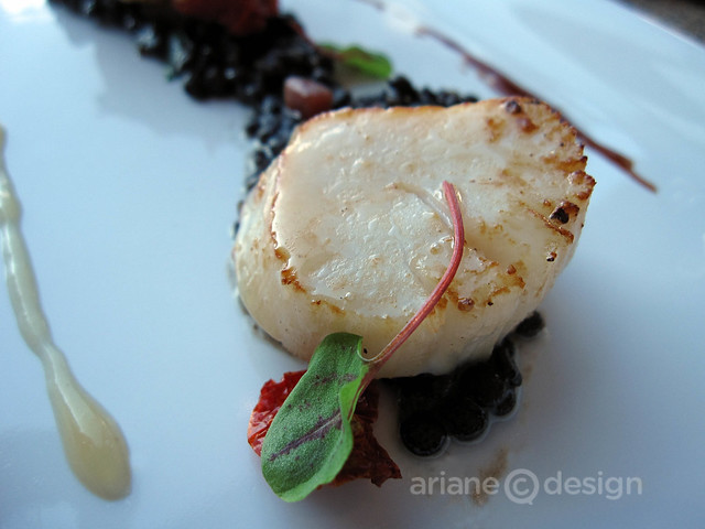 Seared Qualicum scallop, smoked bacon, puy lentil ragoût, sherry jus