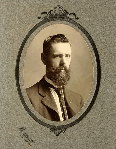 Bearded Man portrait. Oval framed. Cabinet card cdv. C. 1910 by El Photomatiko