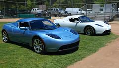automobile(1.0), tesla(1.0), automotive exterior(1.0), tesla roadster(1.0), vehicle(1.0), automotive design(1.0), land vehicle(1.0), supercar(1.0), sports car(1.0),