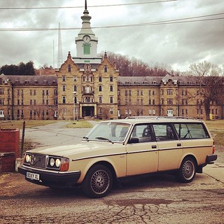 We have arrived #wagonspotting #jagrullar #instavolvo #boxystyle #boxyxl #transalleghenylunaticasylum #weston #westvirginia #tekkbabe859 #blondebetweenthemountains