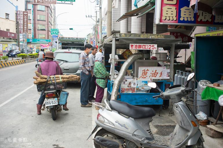 台南私藏景點--六甲三輪車蔥油餅 (15)