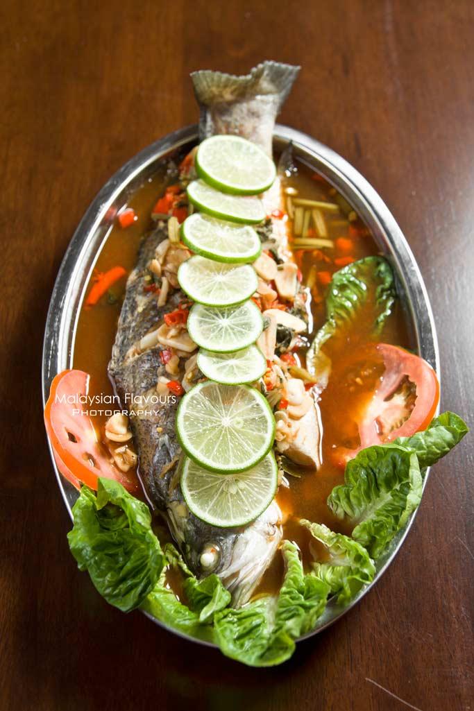 momos-seafood-steamboat-desa-sri-hartamas