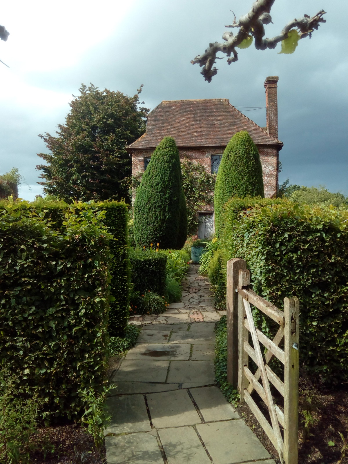 South Cottage In Sissinghurst formal Gardens