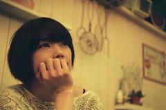 [フリー画像素材] 人物, 女性 - アジア, 頬杖, 台湾人, 女性 - ショートヘア ID:201204020800