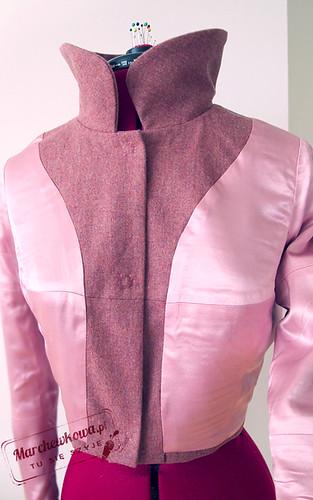 marchewkowa, szycie, krawiectwo, kostium z flaneli wełnianej, krótki żakiet, 12-2011-103, Burda, satynowa podszewka