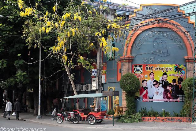 Street scene: Boy band and tuktuk, Phnom Penh