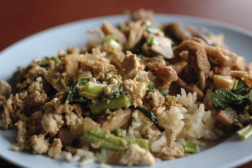 ベジミートのラープと豆腐の和え物