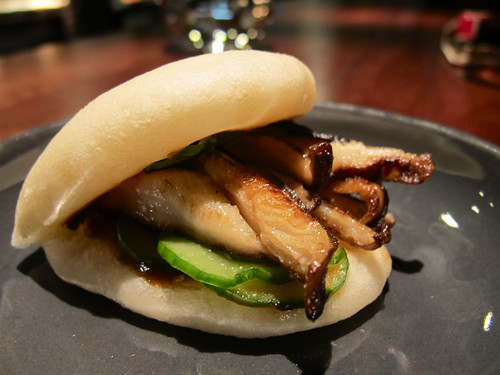 Steamed bun, shitake, cucumber, hoisin