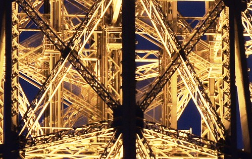 100percent crop - la tour Eiffel