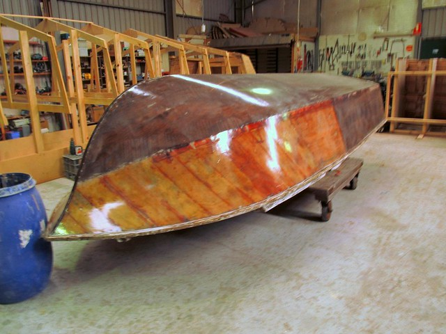 Restoration of a Hartley half cabin speedboat launch