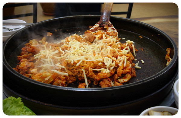 Uncle-Jang-Dak-Galbi-with-Cook