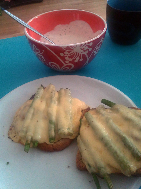 spargel-toast mit champignons & steirischem hausgeselchtem