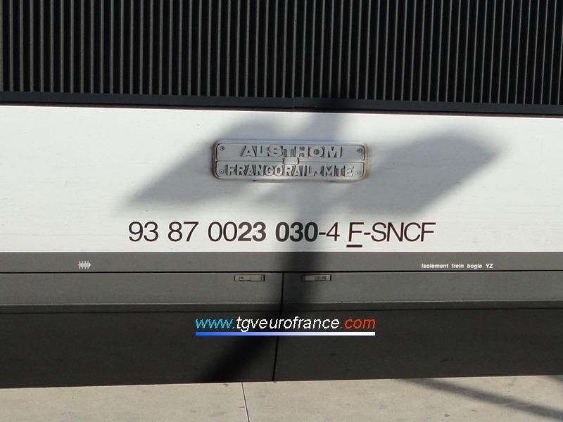 Détail du marquage UIC de la motrice paire de la rame TGV SE 15 de la SNCF (93 87 0023030-4)