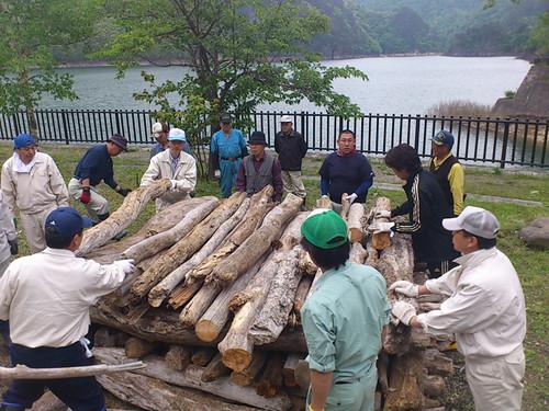 伝統を支えるハードな準備作業 川俣温泉「石焼き祭2012」 準備編