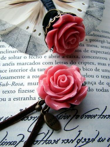 Anel e pregadeira rosa by kideias - Artesanato