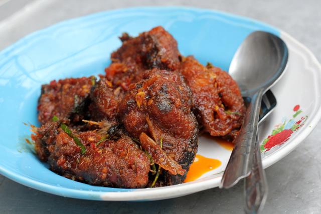 Pad Phet Pla Duk Tod (Spicy Fried Catfish) ผัดเผ็ดปลาดุกทอด