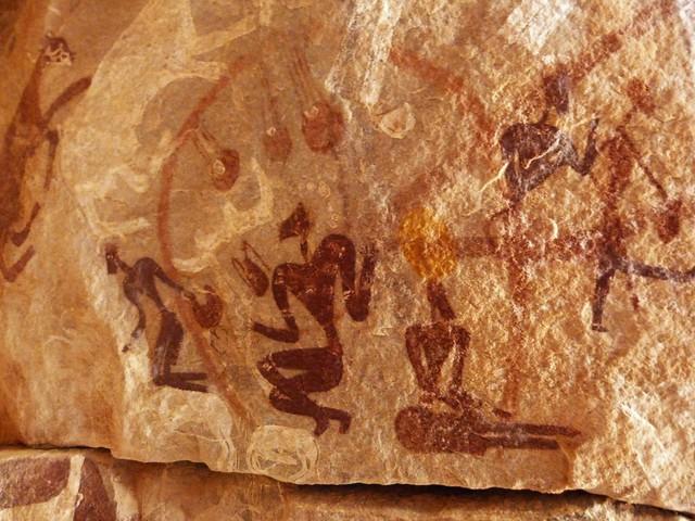 Arte rupestre en la cueva de Mark Borda (Desierto Líbico, Egipto)