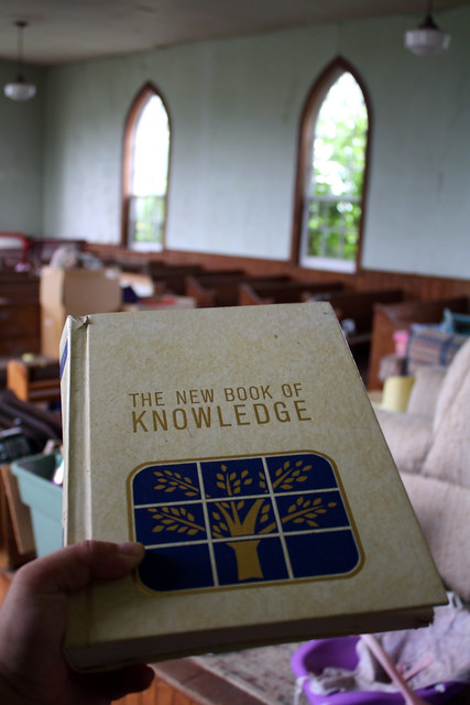 An old THE NEW BOOK OF KNOWLEDGE