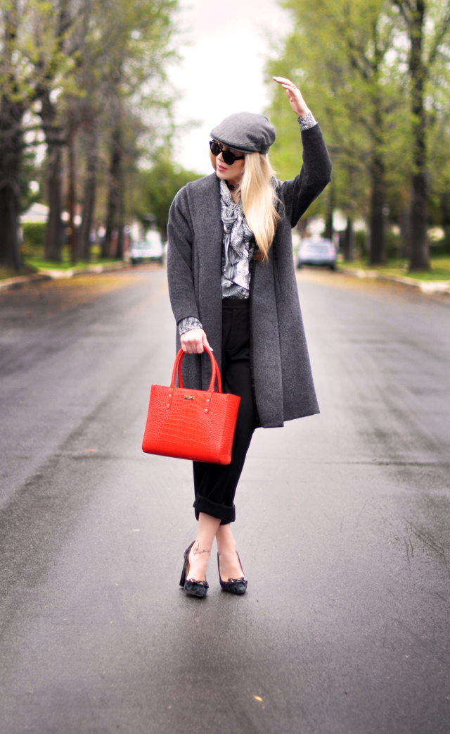 gray black and red outfit  - newsboy cap-tote bag