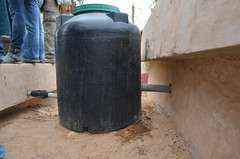 廢水淨化池間的過濾水塔