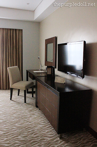 Deluxe Room Executive Desk