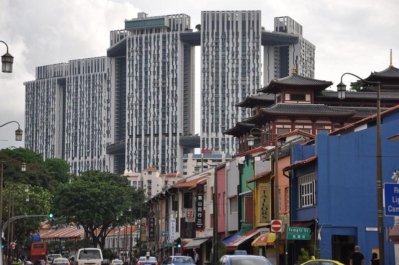 Жилые здания в Сингапуре с деревьями на крыше