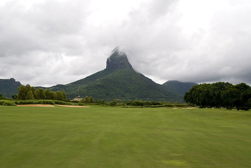 what to do in Mauritius - go play Golf in Black River