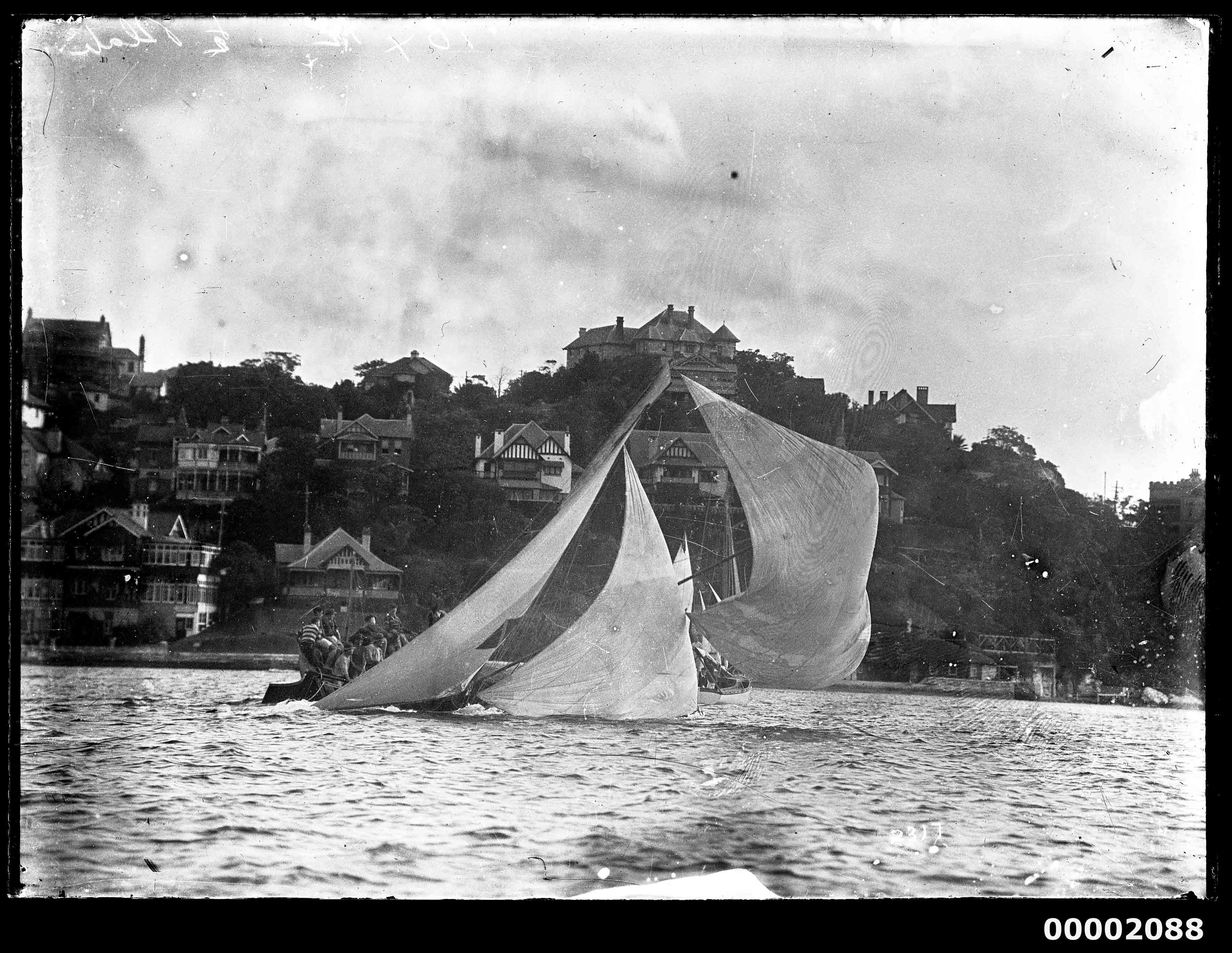 18-footer heeling to starboard, Sydney Harbour